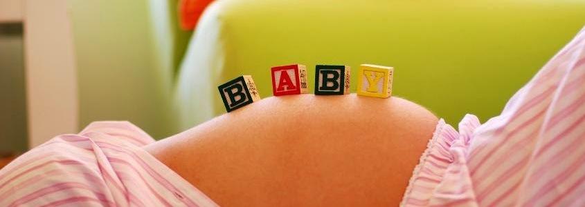 Почему ребенок икает в животе у беременной каждый день